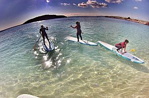 Standup Paddle SUP am Strand in Menorca