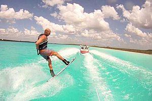 Wakeboarden hinterm Speedboot Ibiza