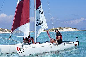 Segeltour auf Formentera: von Es Pujols mit dem Katamaran auf Küstenfahrt