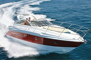 Luxuriöse Motoryacht chartern in Barcelona