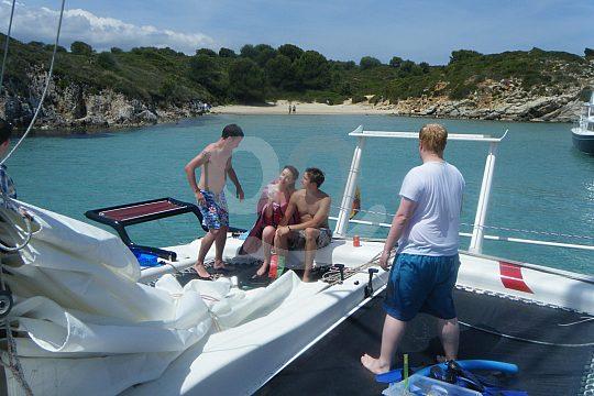 a bordo del catamarán