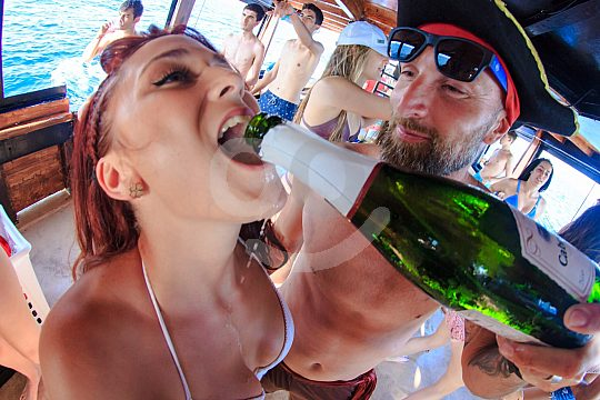 Partyboot Mallorca Sekt