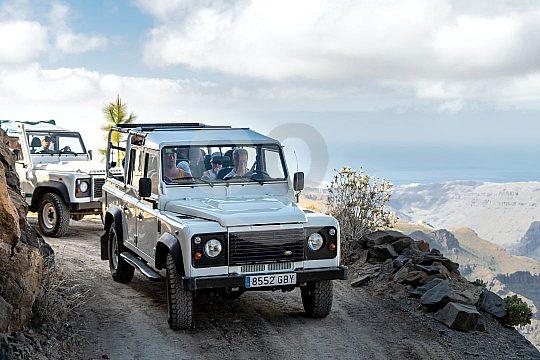 Viaje en jeep por Gran Canaria en las montañas
