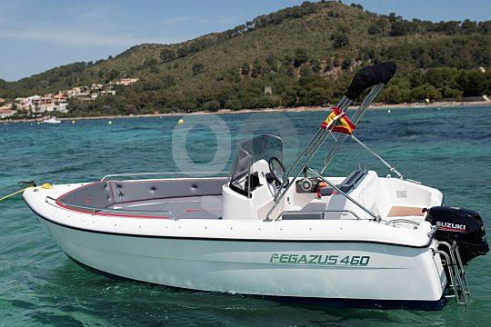 Führerscheinfreies Boot mieten in Cala Ratjada