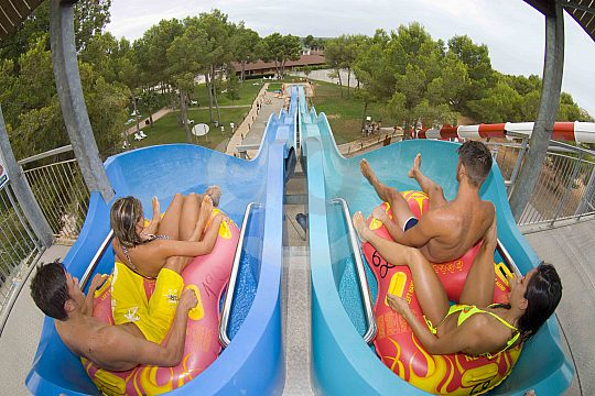 tobogán de familia en Aqualand Mallorca