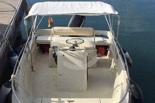 alquilar un barco sin licencia Boston Whaler 400