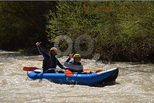 en Andalucia con kayak de aguas bravas