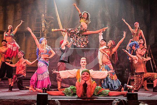 bailarines del Pirates Adventure show