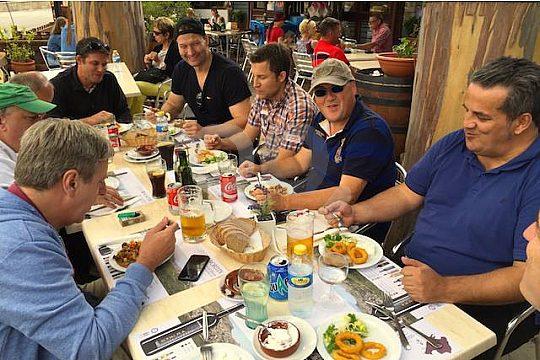 durante el almuerzo en un restaurante