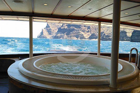 Jacuzzi en catamarán de lujo