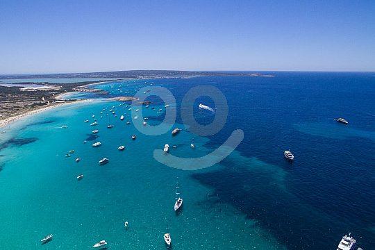 descubra Formentera en un paseo en barco desde Ibiza