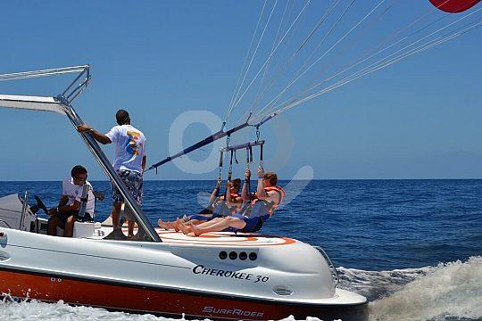 Parasailing Start auf dem Boot Gran Canaria