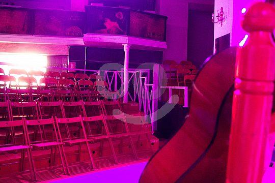 asientos en el tablado de flamenco