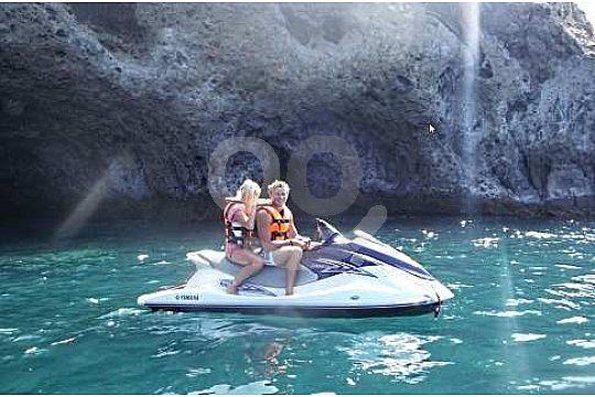 Pareja en el Jet Ski o moto acuática en Gran Canaria
