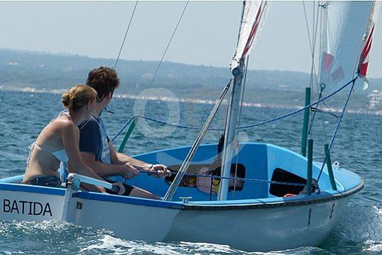 navega en bote de vela ligera en Alcudia