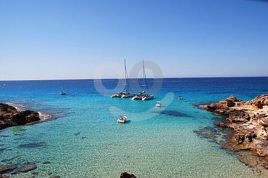 2 catamaranes en el tour en catamarán Mallorca