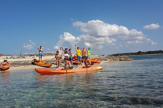 parada en la excursión en kayak