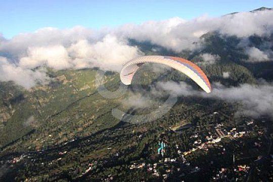 Mit dem Fallschirm über Gran Canaria fliegen