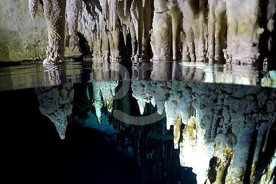 Tropfsteinhöhle entdecken beim Schnorchelausflug