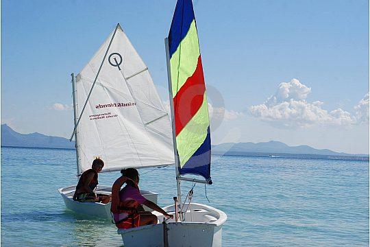 alquile un barco de vela ligera en Alcudia