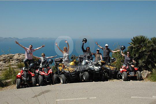 Grupo en quad cerca del mar Mallorca