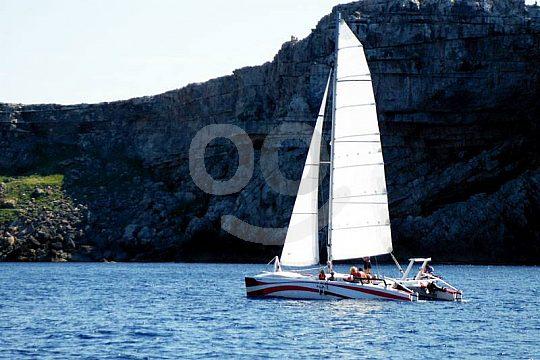 salida en catamarán desde Fornells