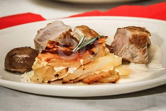 cena con espectáculo menú de 3 platos