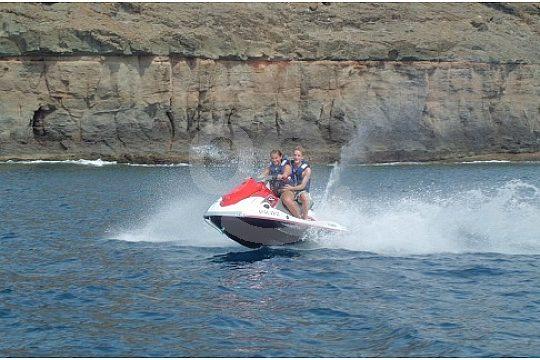 A alta velocidad en la moto de agua en el Jet Ski safari en Gran Canaria