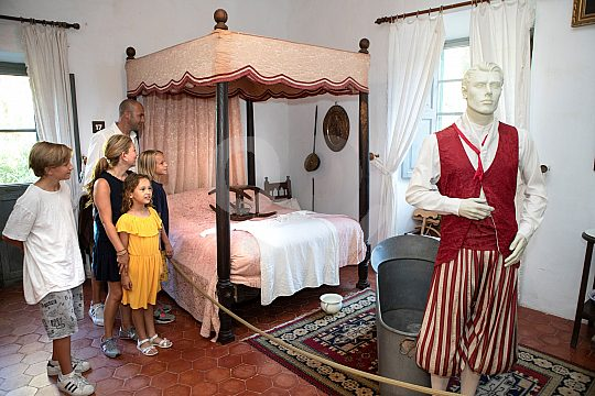 im Museum mit Kindern auf Mallorca