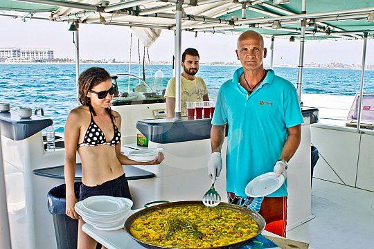 Mar y paella en la región Valencia