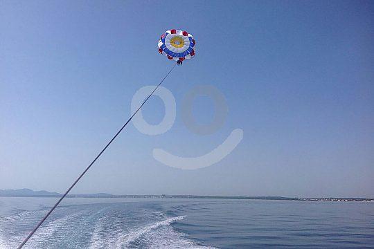 Paracaidismo en la bahía de Alcudia