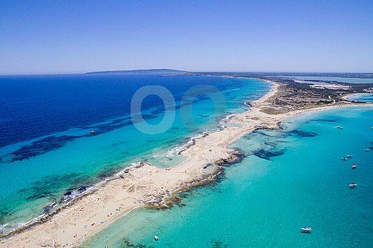 excursión en barco a Formentera en un entorno precioso