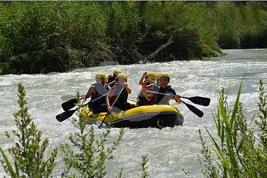 rafting en Granada en aguas bravas