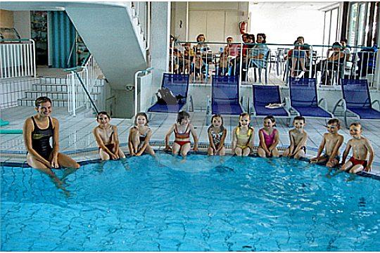 aprender a nadar mallorca en una piscina