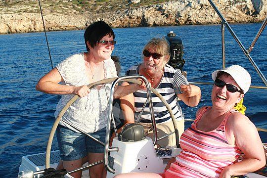 Grupo de mujeres en la excursion a vela