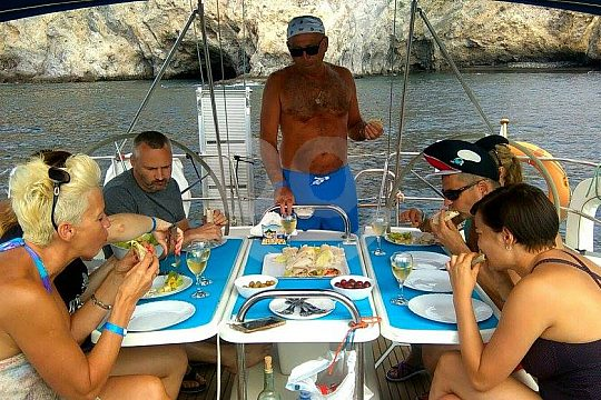 Lunch an Bord des Segelschiffes