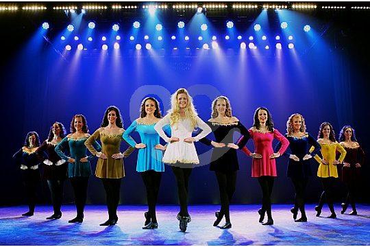 grupo bailarinas en Son Amar