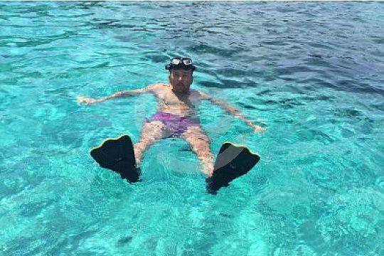 Divertido snorkeling con aletas