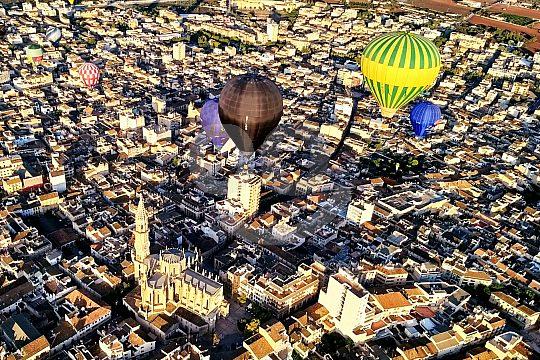 im Heißluftballon über Mallorca hinweg fliegen