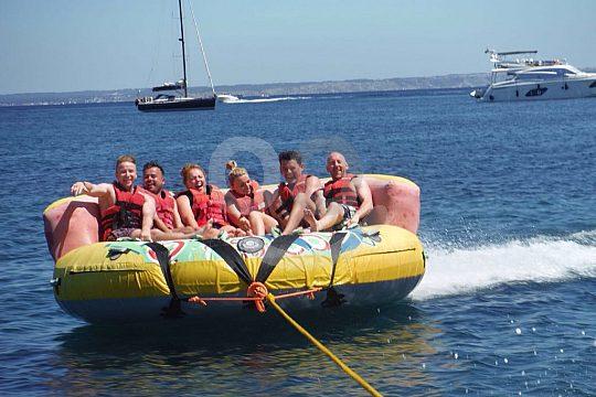 Spaß auf den Wassertubes am Beach von Magaluf