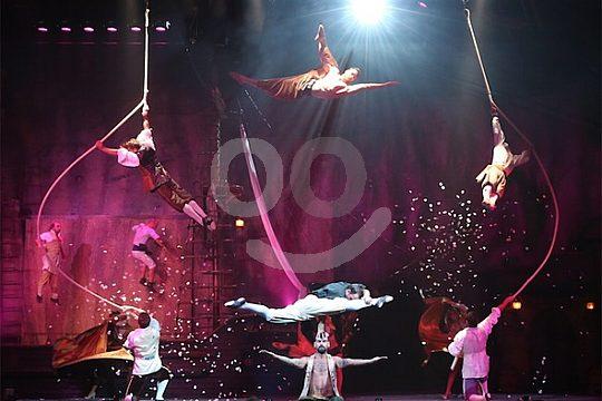 bailarines en el escenario