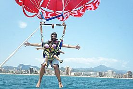 parasailing in denia macht glücklich