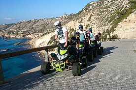quad tour mallorca gruppe am meer entlang