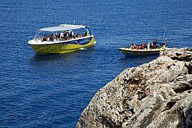 Excursión a Cabrera en barco desde Mallorca. Barco a la Cueva Azul de Cabrera