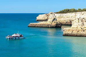 Gran paseo en barco por el Algarve en catamarán con barbacoa en la playa
