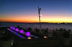 """Espectacular puesta del sol sobre el mediterráneo en el Beach club """"Anima Beach"""" en Palma"""