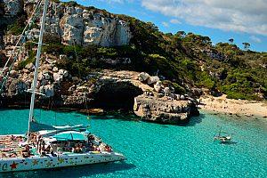 Parada de baño durante la salida en catamarán Mallorca