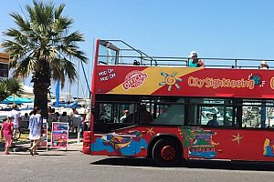 City Sightseeing Bus en Benalmádena: Descubra la ciudad en bus