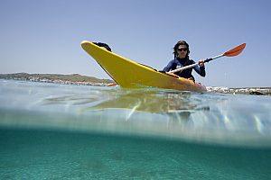 Alquiler de kayak para organizar su propia ruta desde Fornells en el norte de Menorca