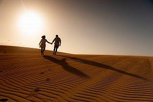 Sesíon de fotos profesional en Fuerteventura en la playa o las dunas de Corralejo